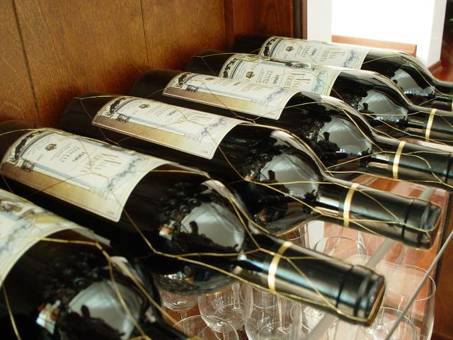 wine-1328360-640x480